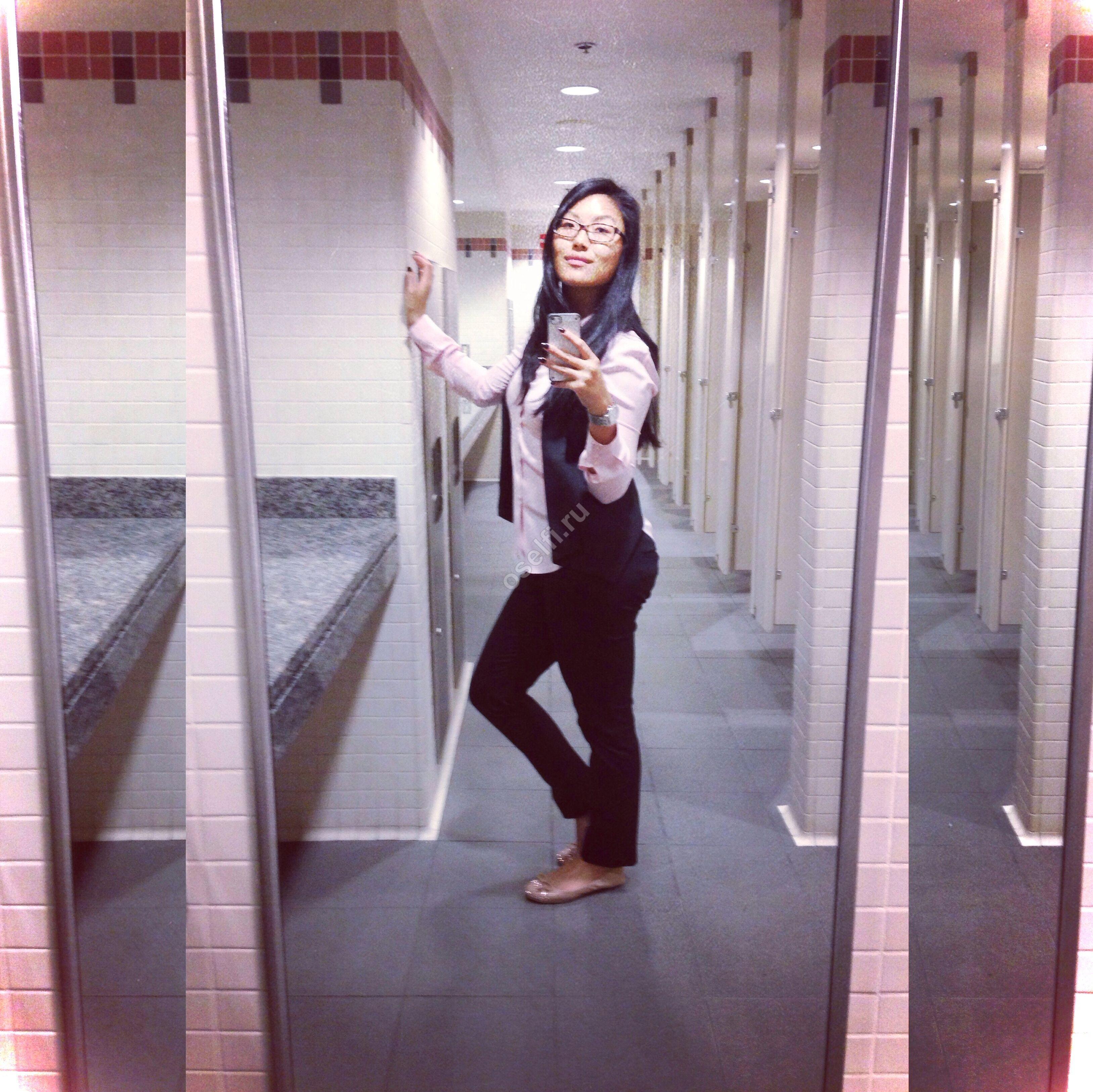 Фото девок в туалете 2 фотография