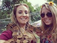 Со змеей