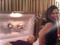 Селфи на похоронах